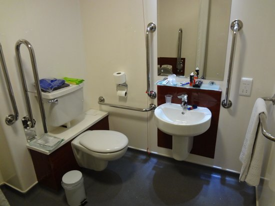 Travelodge London Greenwich : Deptford Washbasin and Loo