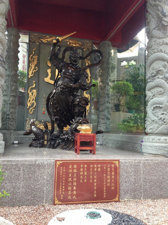 J3 Private Tours Hong Kong: The S.S.Yuen temple