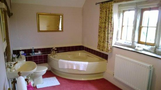 Barnacle Hall: Bathroom