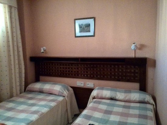 Apartamentos Fénix Beach: Dormitorio doble h841