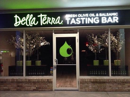 St. Catharines, كندا: Della Terra olive oil & balsamic tasting bar