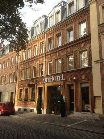 ArtHotel Nuernberg: Front of the hotel from across the street