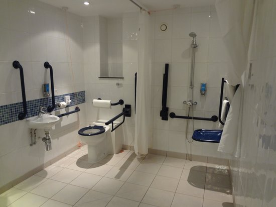 Holiday Inn Express Newcastle City Centre: Loo and Shower