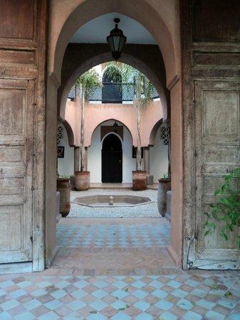 Villa Al Assala Palmeraie: entrée vers les chambres