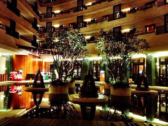 Millennium Resort Patong Phuket: Lovely atrium area