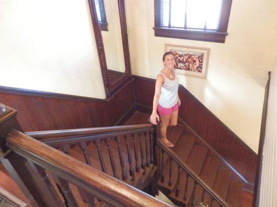 Coombs House Inn : Beautiful, grand staircase