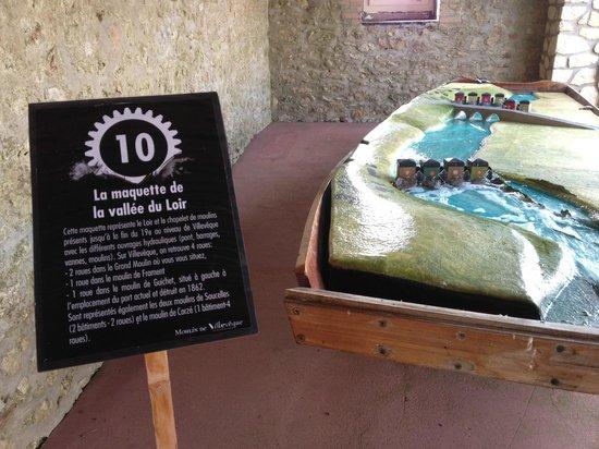 Villeveque, France: barque d'interprétation du Loir au moulin de Villevêque