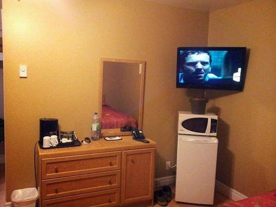 Motel des Cascades: Other side of room
