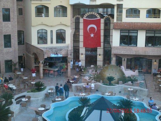Limak Arcadia Golf & Sport Resort: zitjes bij hotel
