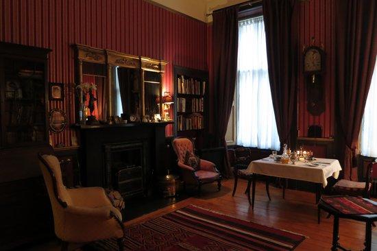 2 Cambridge Street: Lounge