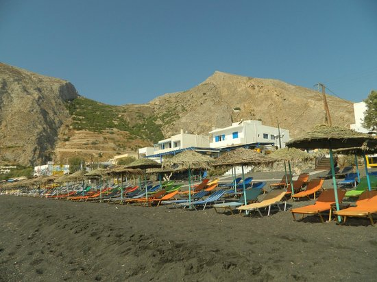 Kamari Blu Hotel: Beach in front of the hotel