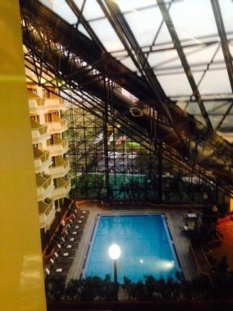DoubleTree by Hilton Hotel Newark Airport: View from the elevator