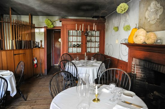 The Old Inn on the Green: Front dining area