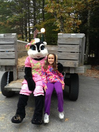 Point Sebago : Picture with Stinky after the hay ride!