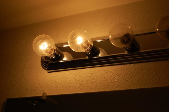 Lake Condominiums: No lightbulbs