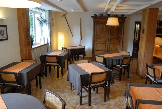 Auberge de l'Impossible: salle de restaurant et petit déjeuner