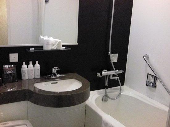 Hotel Coco Grand Kitasenju: 浴室もやや広めでした