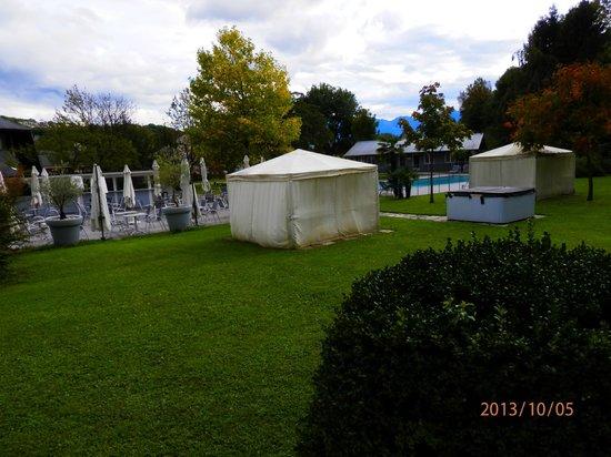 Quality Hotel Le Cervolan Chambery - Voglans: vue sur le jardin depuis la chambre