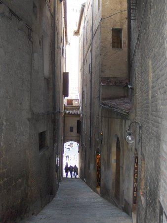Hotel Duomo: Siena street