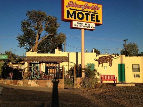 Silver Saddle Motel entrance