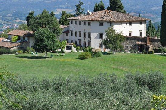 Villa Campestri Olive Oil Resort: Villa Campestri as seen over the olive grove.