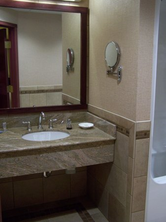 Island Resort & Casino: Sink and much appreciated magnifying mirror on wall.