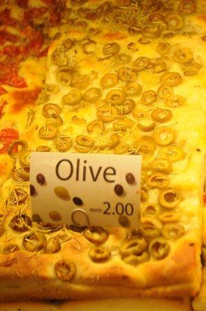 Pizzeria & focacceria La Cambusa: pizza with olives