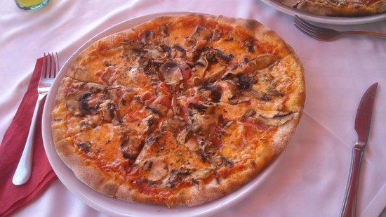 Pizzeria La Parolaccia : Pizza procciuto funghi