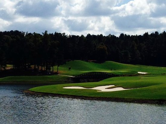 Robert Trent Jones Golf Trail: Looking back on the 18th hole at Ross Bridge from the green