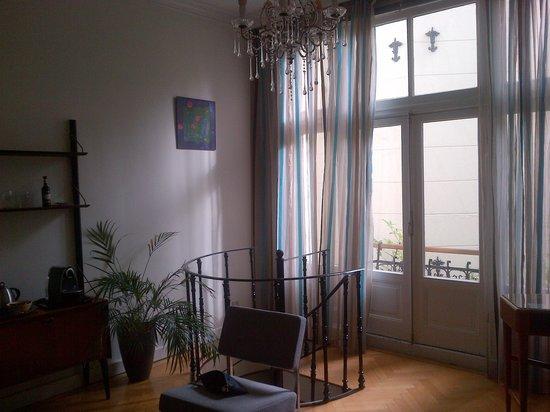 Tulipa Bed & Breakfast: living room