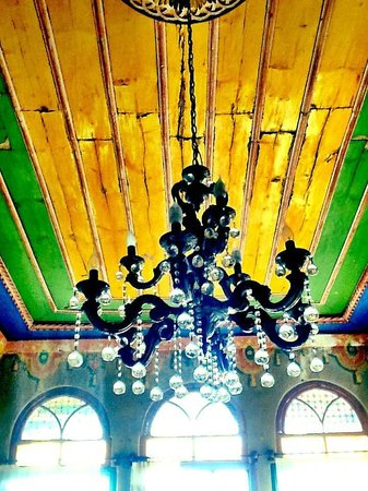 Old Greek House Restaurant and Hotel: Upstairs Chandelier