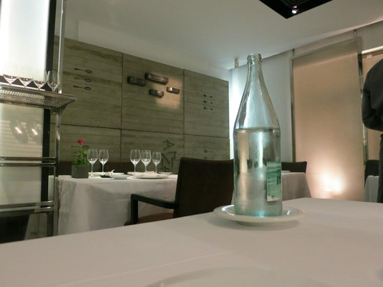 Arzak: Pretty room with modern decor