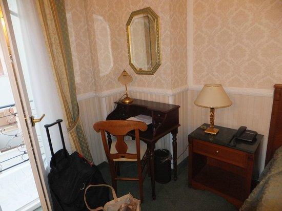 Grand Hotel Palace Thessaloniki: секретер