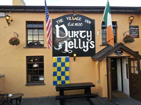 Bunratty Castle Mews: Great craic can be found here...