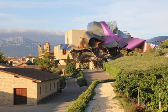 Hotel Marques de Riscal a Luxury Collection Hotel: Setting is magnificent