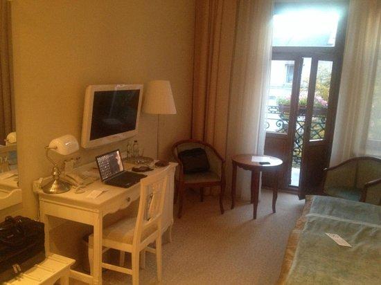 Hotel Herman Centrum Szkoleniowo-Konferencyjne: pokój ( w głębi drzwi na balkon)