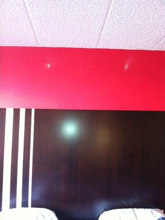 Rodeway Inn Meadowlands: Something (probably decoration) has been ripped off the wall