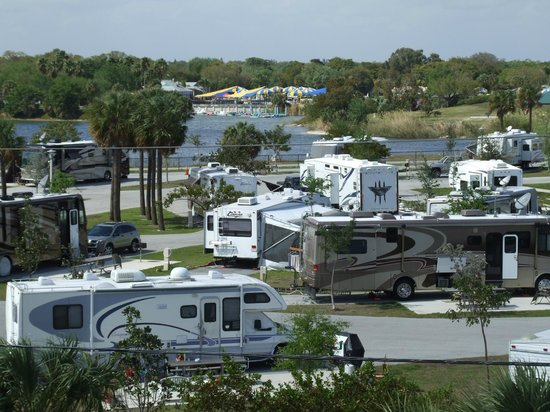 Topeekeegee Yugnee Park: Lakeside RV Campground (full service hook-ups)