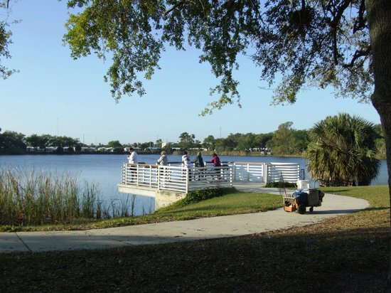 Accessible fishing pier picture of topeekeegee yugnee for Hollywood florida fishing