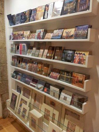 Tienda librería de La Catedral de Santiago (Santiago de ...