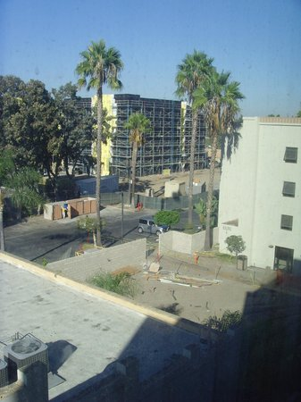 Holiday Inn Hotel & Suites Anaheim (1 BLK/Disneyland): View from the window