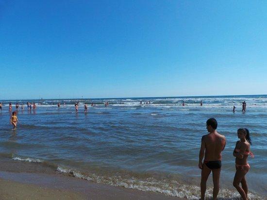 Spiaggia bagno leo foto di hotel lea rivazzurra di - Bagno riviera 1 rivabella rimini ...
