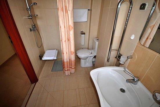 Pensjonat Solanna: Łazienka w pokoju dla niepełnosprawnych