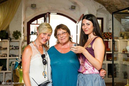 Galería Tarraco: Marta, Soledad and one of the Artists, Pepi Mercado.