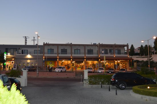 Mitsis Rodos Maris Resort & Spa: shops outside the hotel - not many... but some