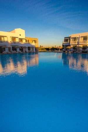 Diamond Deluxe Hotel: swimming pool