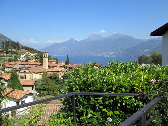 Balcone Fiorito Bed & Breakfast: View from our terrace.