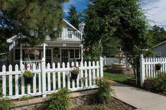 Prescott Pines Inn Bed and Breakfast: Main Building