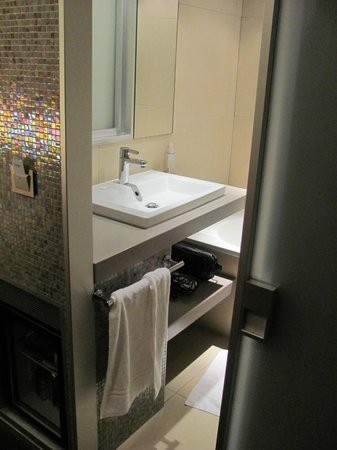 Hotel du Cadran Tour Eiffel: Hotel Cadran bathroom - room 507
