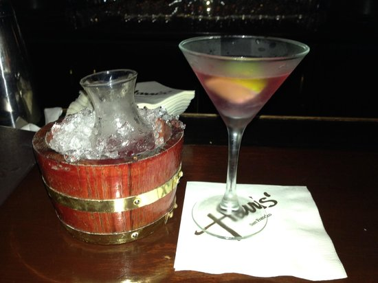Harris' Steakhouse : LOVED the way they served my cosmo!